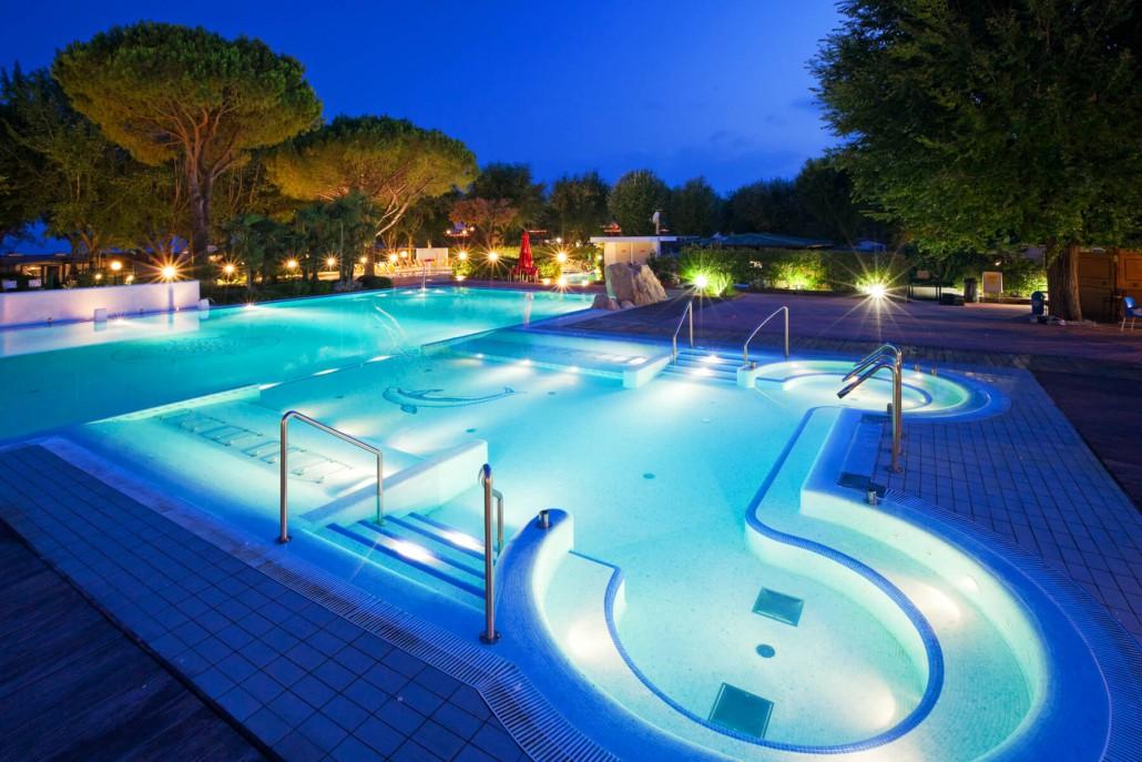 Villaggio vacanze con piscine per adulti e bambini for Piscine x bambini